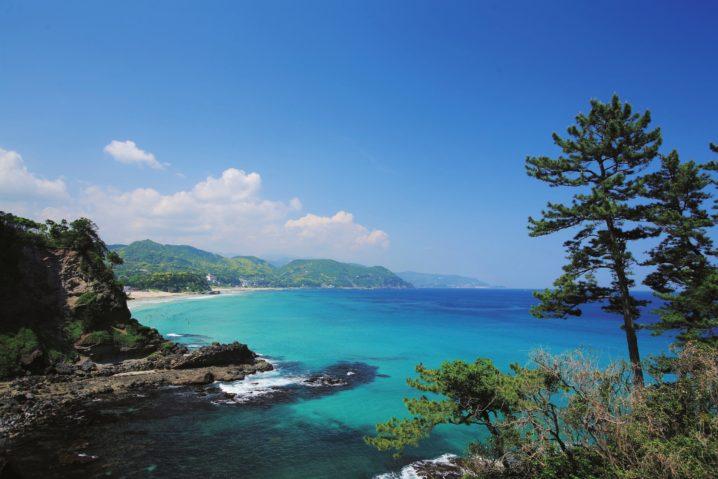 サーフタウンガイド/青い海と白い砂浜にいい波。「伊豆・下田」
