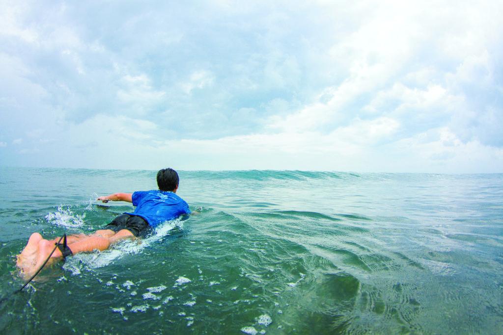 教えて!パドリングのメカニズム | SURFIN'LIFE(サーフィンライフ)