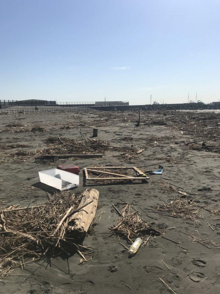 台風一過のビーチ